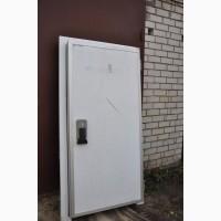В наличии 200 штук дверй для холодильных камер