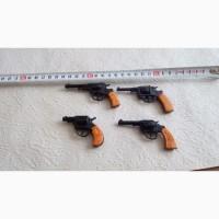 Продаю Набор пистолетов времён СССР