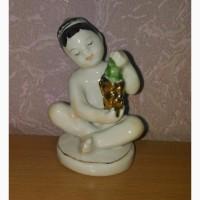 Фарфоровая статуэтка -Мальчик с виноградом- ЛФЗ. Сорт высший