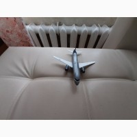 Продам модель самолета Суперджнт 100 масштаб 1:144