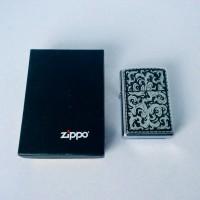 Зажигалка Zippo Marlboro Storming Scroll Emblem